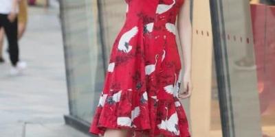 让人一见倾心的连衣短裙,拨动了时尚姑娘的心弦