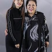 向佐母亲真是会挑衣服,不仅时尚还耐看,看着太减龄