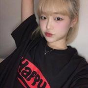 韩国时尚博主初春穿搭,短发搭配简约风更时尚,满满的元气少女感